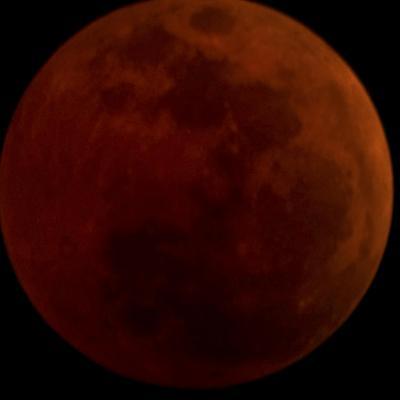 """""""القمر الدموي"""".. أطول خسوف في القرن 21"""